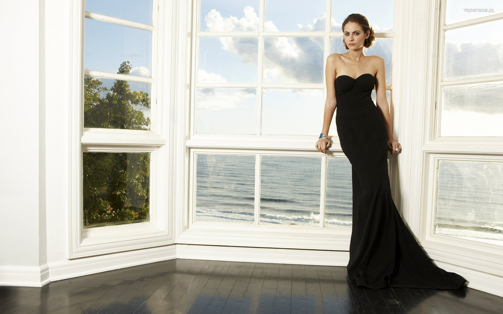 Willa Holland 023