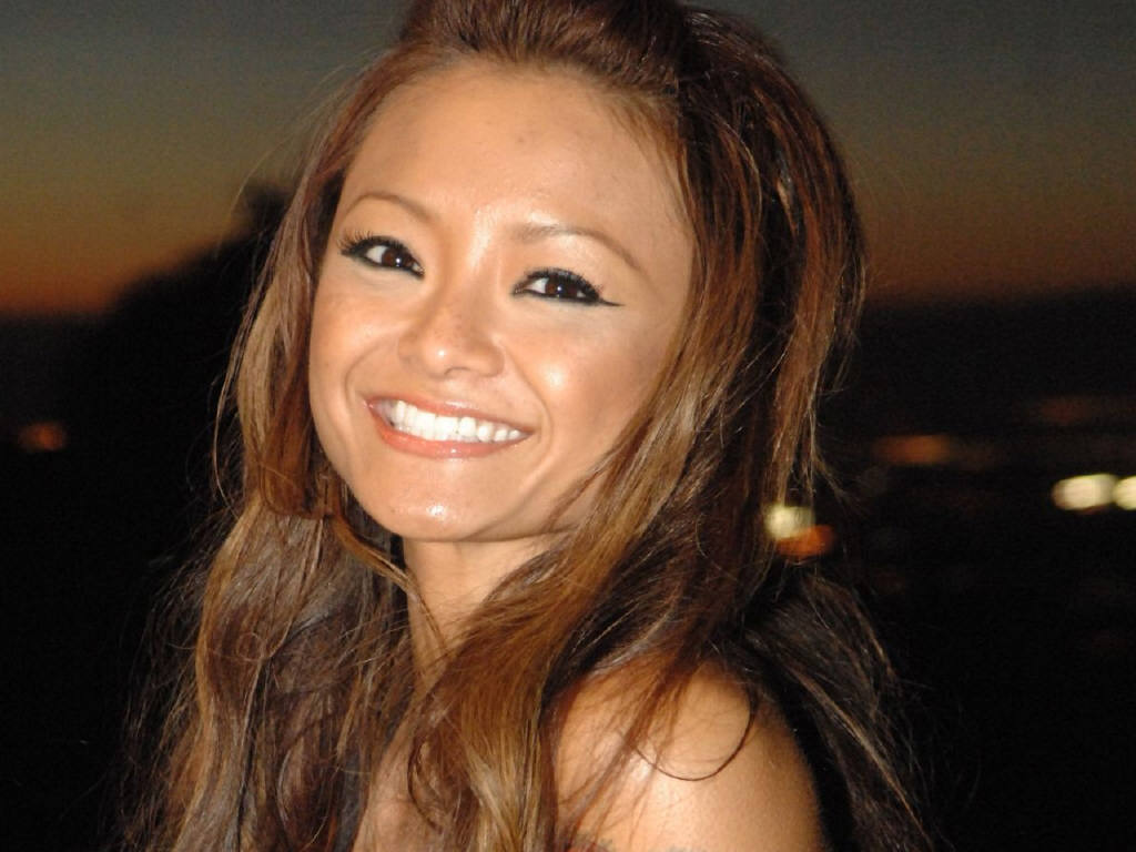 tila tequila pictures news information from the web. Black Bedroom Furniture Sets. Home Design Ideas