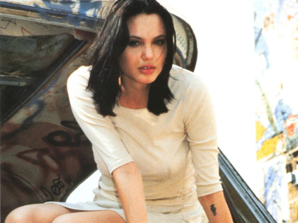 15 фотографий молодой Анджелины Джоли