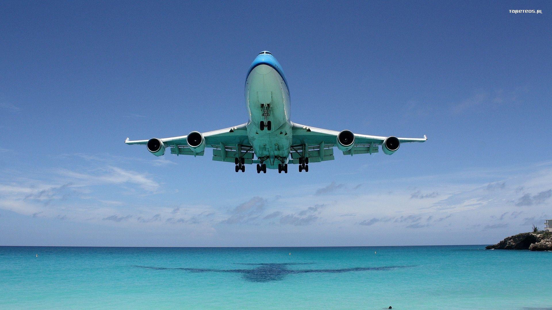 Авиалайнер в воздухе  № 2357434  скачать