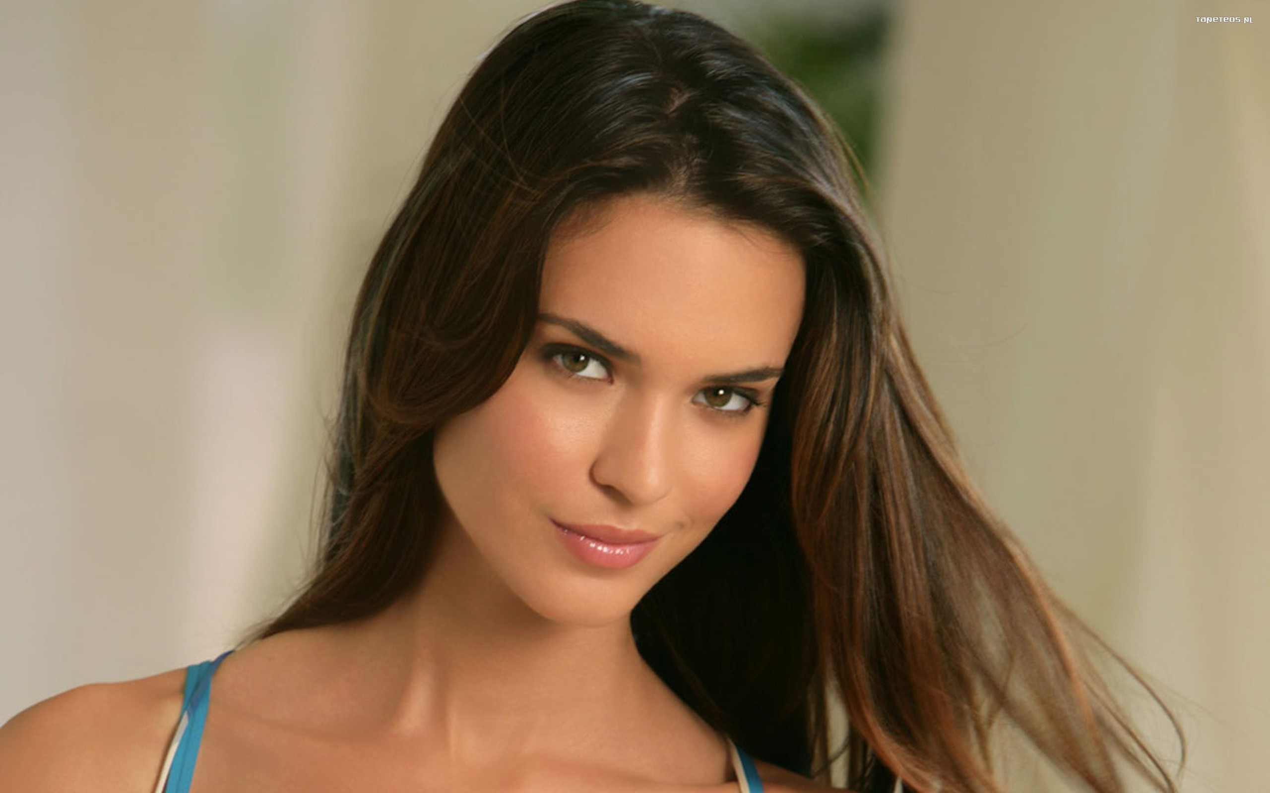 Odette Annable 007