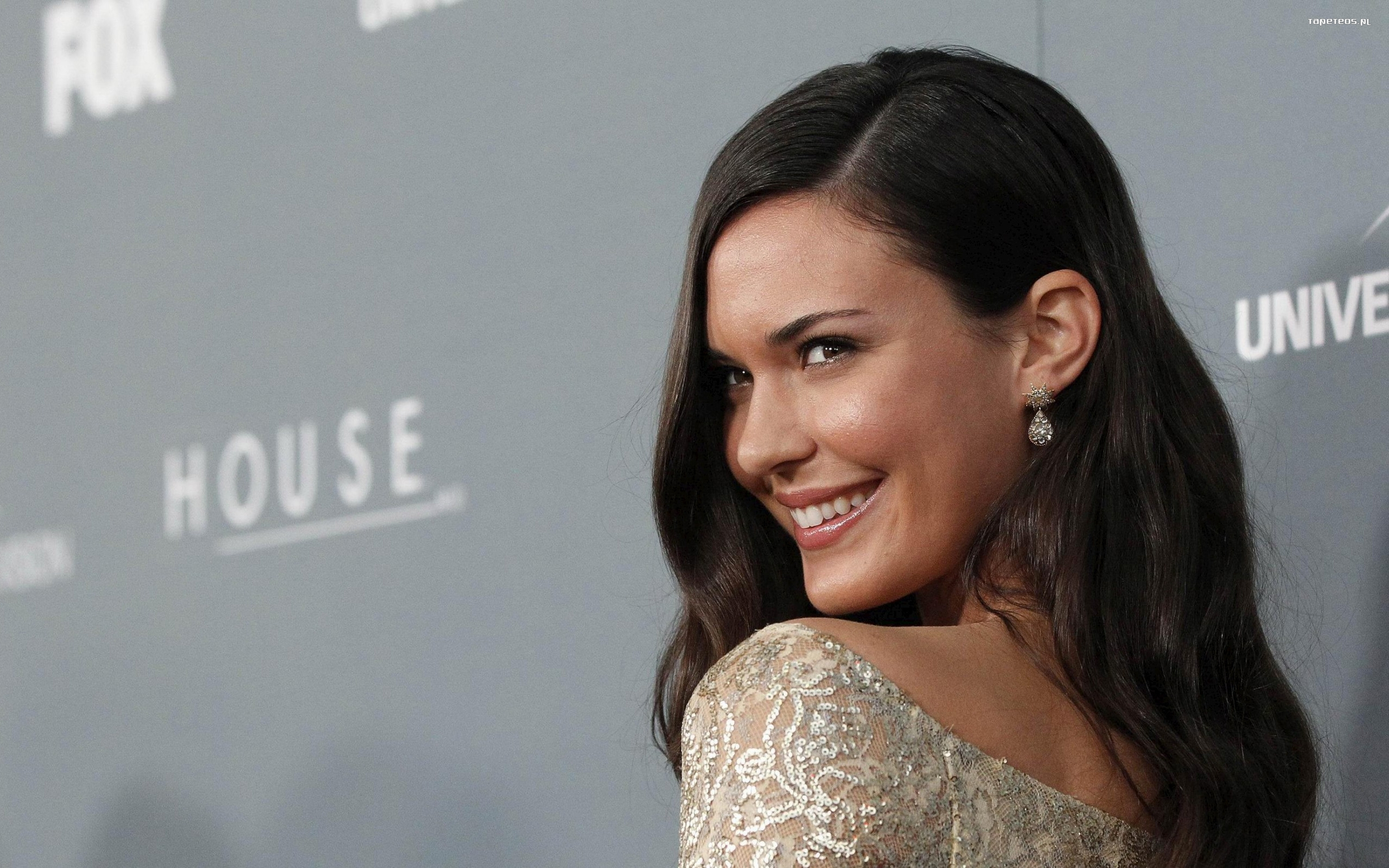 Odette Annable 012