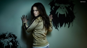 12 Monkeys 006 Emily Hampshire, Jennifer Goines