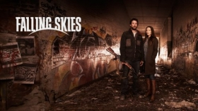 Wrogie Niebo, Falling Skies 013 Noah Wyle, Tom Mason, Moon Bloodgood, Anne Glass