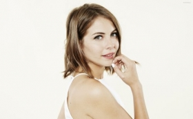Willa Holland 011