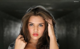 Danielle Campbell 010