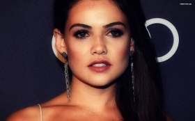 Danielle Campbell 048
