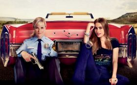Goracy poscig (2015) Hot Pursuit 002 Reese Witherspoon, Sofia Vergara, Samochod