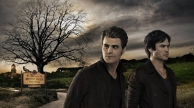 Pamietniki wampirow, The Vampire Diaries 042 Paul Wesley jako Stefan Salvatore, Ian Somerhalder jako Damon Salvatore, Mystic Falls