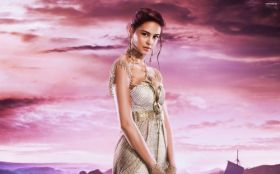 Bogowie Egiptu (2016) Gods of Egypt 012 Courtney Eaton jako Zaya