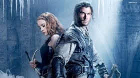 Lowca i Krolowa Lodu (2016) The Huntsman Winters War 001 Chris Hemsworth jako Lowca  Eric