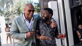 Ballers 2015 TV 004 Dwayne Johnson jako Spencer Strasmore, John David Washington jako Ricky Jerret