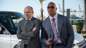 Ballers 2015 TV 012 Dwayne Johnson jako Spencer Strasmore, Rob Corddry jako Joe Krutel
