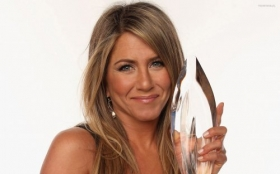 Jennifer Aniston 34