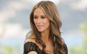 Jennifer Love Hewitt 57