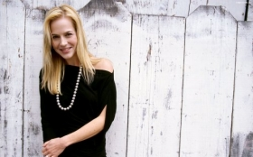 Julie Benz 04