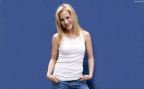 Julie Benz 19