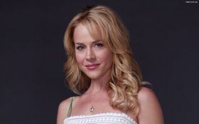 Julie Benz 21