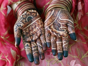 henna-painted-hands