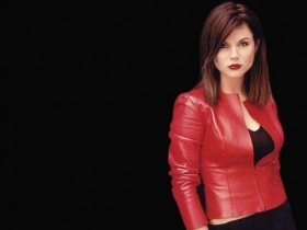 Tiffani Amber Thiessen 010