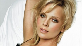 Charlize Theron 02