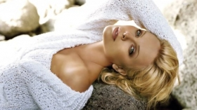 Charlize Theron 19
