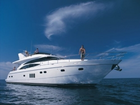 Jacht viking-70-motor-yacht-at-sea