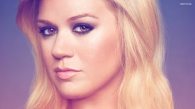 Kelly Clarkson 029