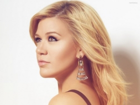 Kelly Clarkson 035