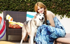 Bella Thorne 023 Pies
