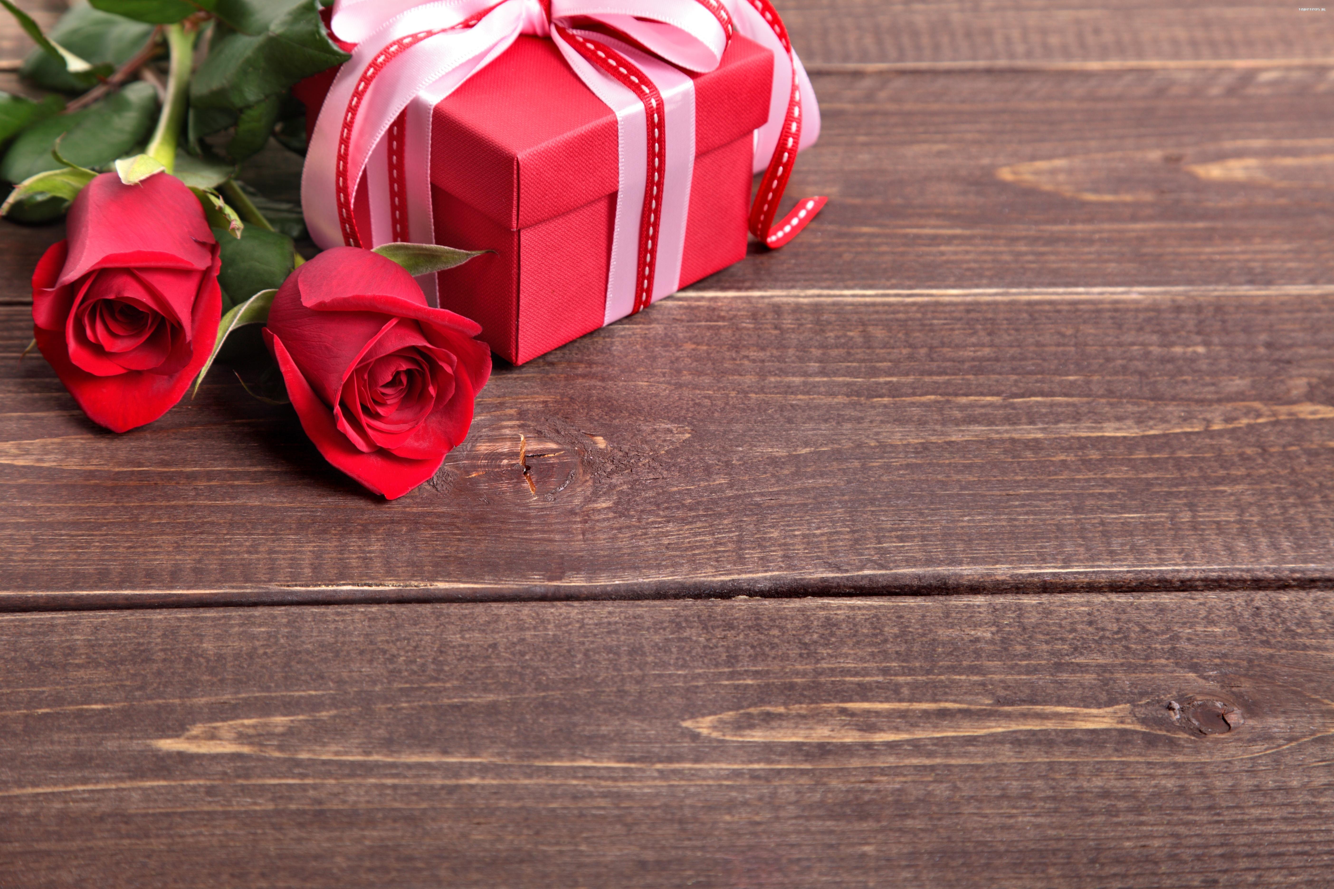 розы красные подарок бесплатно