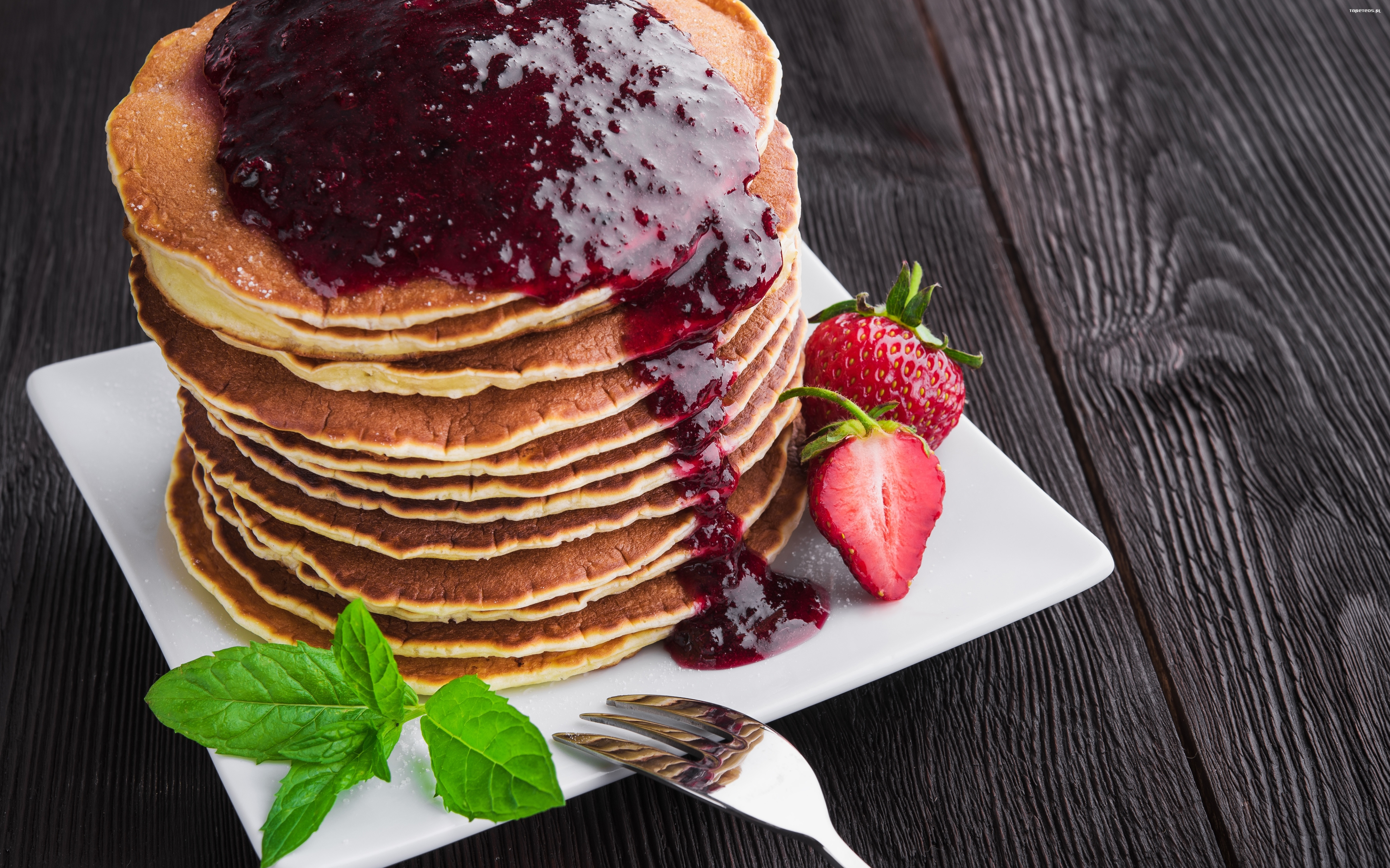 pancakes with strawberries - HD 1280×853