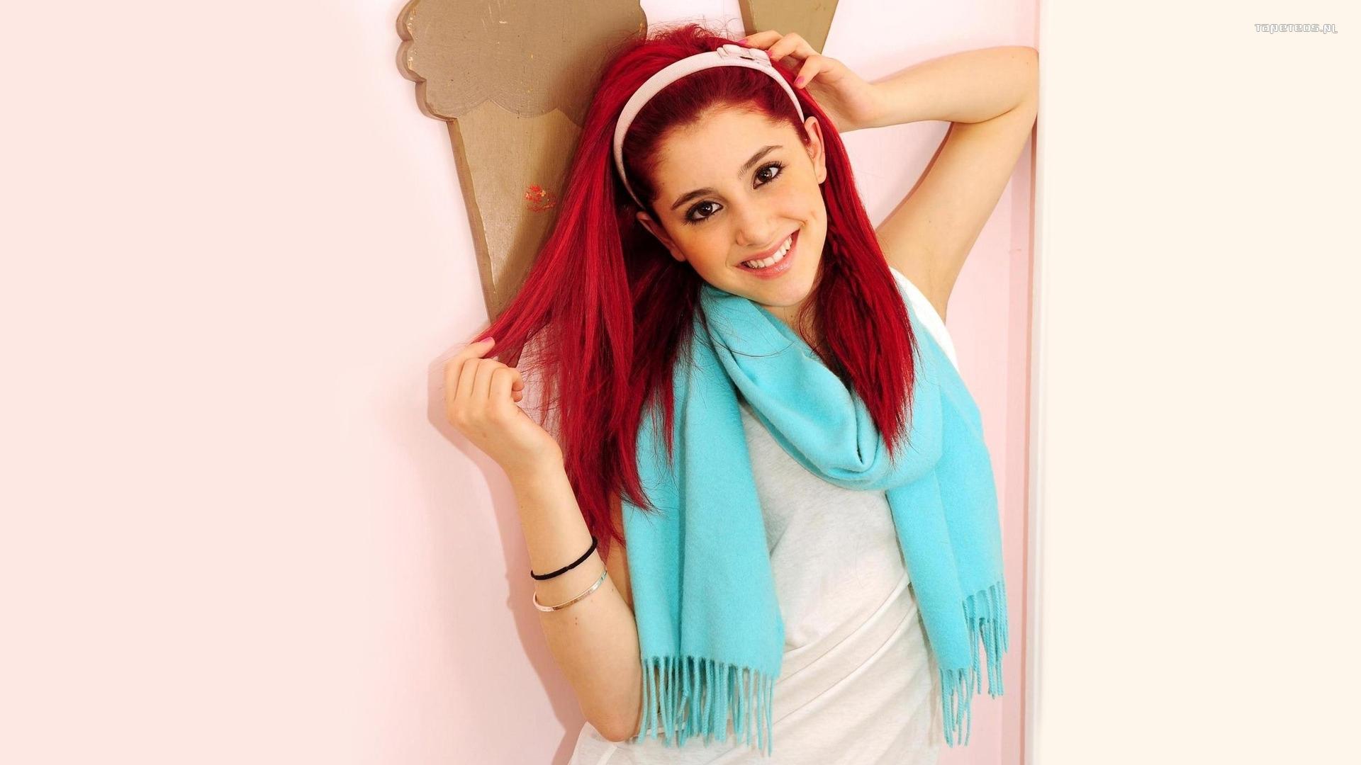 Ariana GrandeButera Boca Raton 26 giugno 1993 è unattrice cantante e compositrice statunitense Divenuta famosa grazie al ruolo di Cat Valentine nelle sitcom