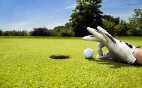 Мяч от гольфа на земле загрузить